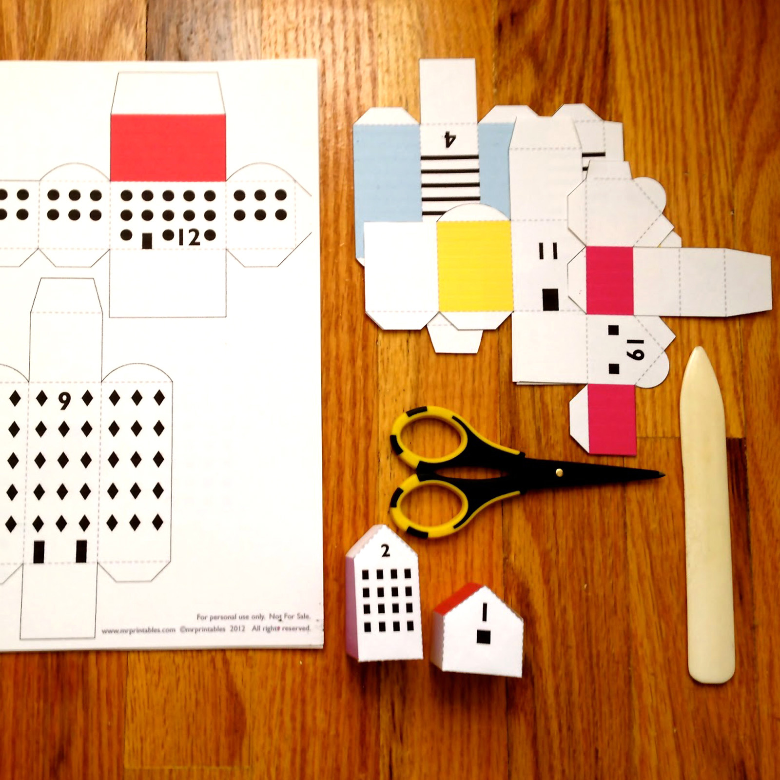 GE_20121115-PAPER-DIY-CRAFT-Here-Comes-Sant-Claus-Advent-Calendar_2
