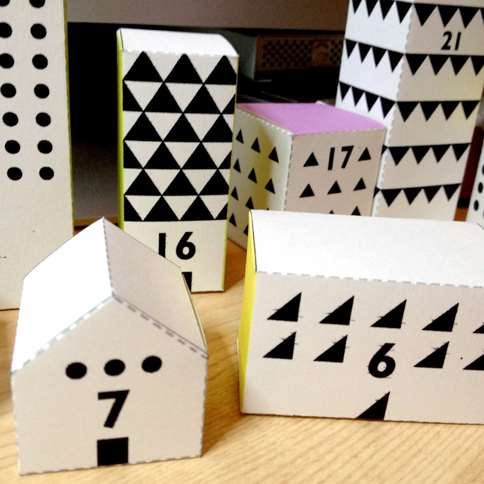 GE_20121115-PAPER-DIY-CRAFT-Here-Comes-Sant-Claus-Advent-Calendar_cover